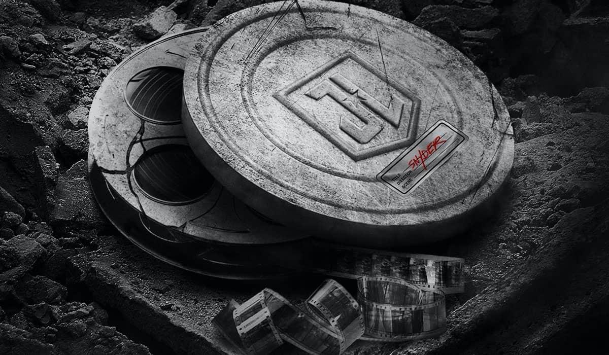 Um dos novos pôsteres faz referência à luta dos fãs da DC para que a versão de Snyder virasse realidade