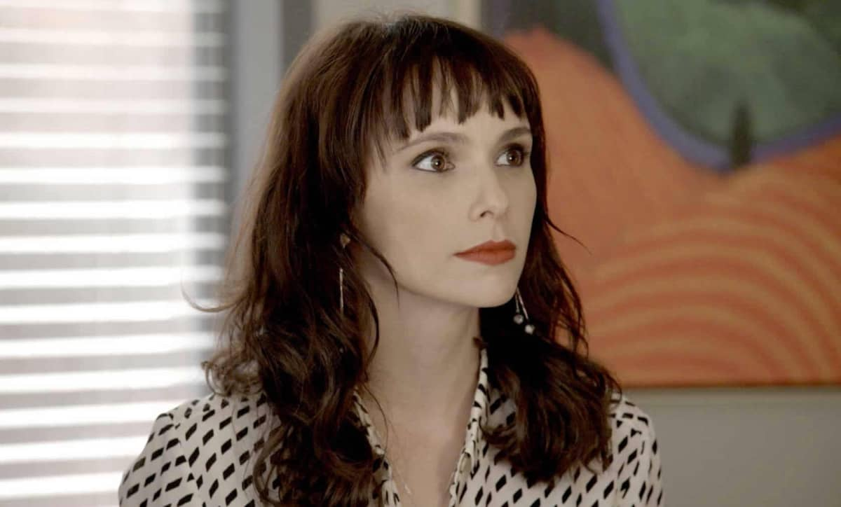 Após rejeição, Irene surta e vai roubar carro de Eugênio nos próximos capítulos da novela A Força do Querer.
