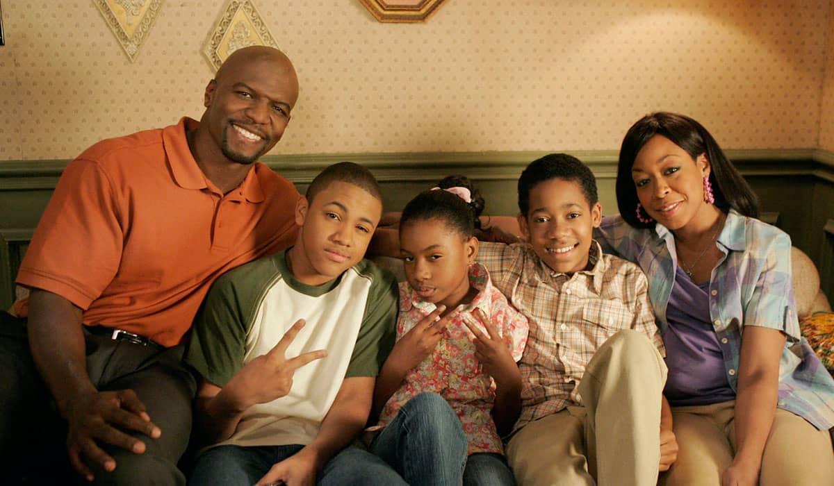 Os 88 episódios das quatro temporadas da série estrelada por Tyler James Williams já estão disponíveis na plataforma