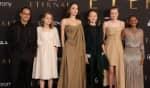 A atriz compareceu ao evento acompanhada de Maddox, Zahara, Shiloh, Vivienne e Knox