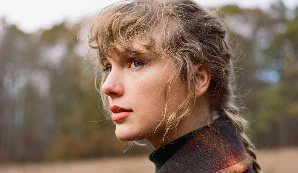 A cantora compartilhou a notícia no Good Morning America e afirmou que, agora, os fãs teriam a 'imagem completa' de Fearless