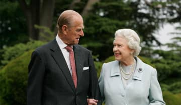 O Palácio de Buckingham afirma que o problema de saúde não está relacionado à Covid-19