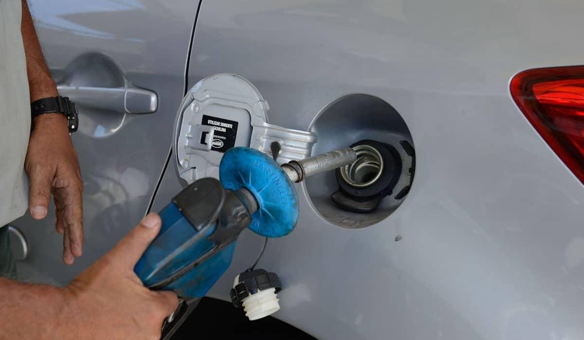 O reajuste nas refinarias será de 10,2% para a gasolina, que passará a custar R$2,48, e 15,2% para o Diesel, que sobe para R$ 2,58