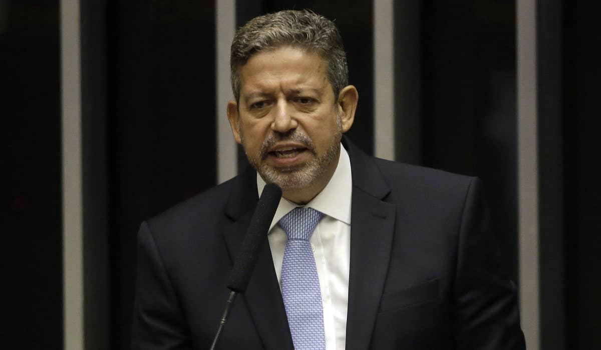 Como primeira grande decisão no cargo, Lira excluiu praticamente todos os adversários dos cargos de comando da Casa