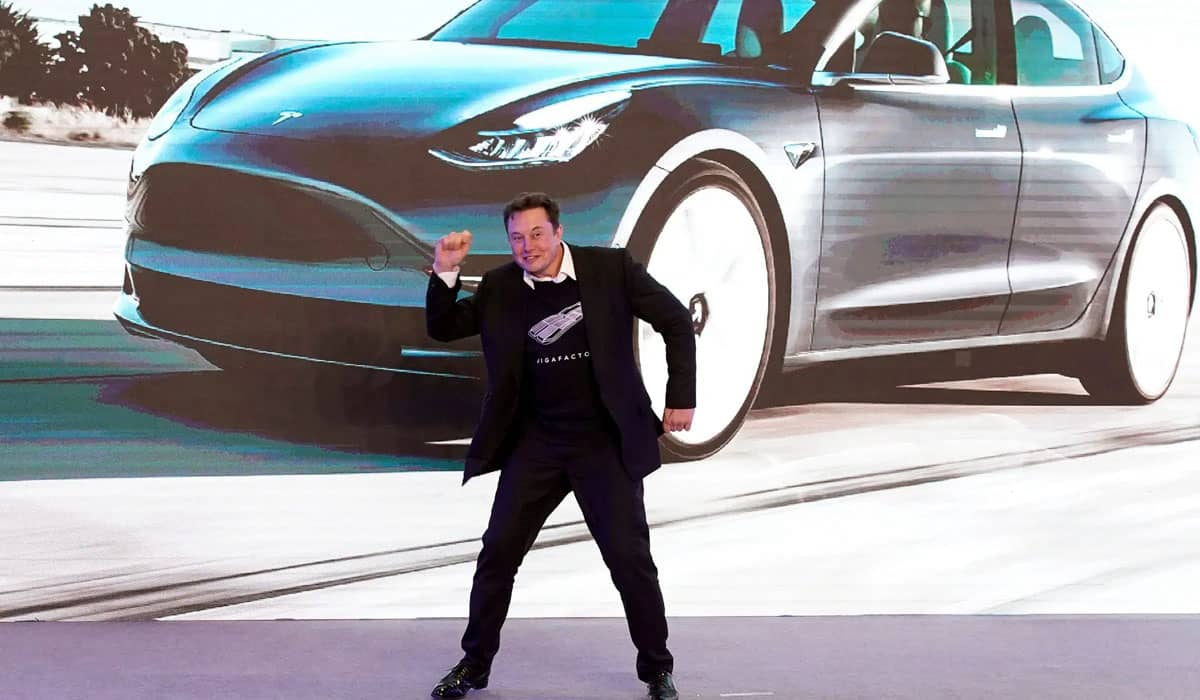 O CEO da Tesla já havia apoiado o bitcoin nas redes sociais e conseguiu elevar instantaneamente o preço da criptomoeda após novo investimento