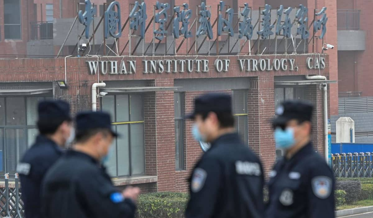 A OMS continua investigando as origens do vírus, mas afirma que a China concedeu acesso total a todas as informações solicitadas