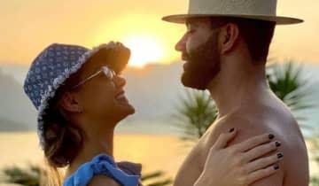 A influencer entregou a reconciliação com um vídeo do sertanejo tocando violão e cantando