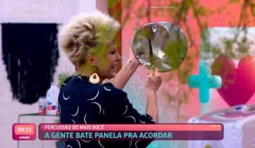 A apresentadora abriu o programa com um panelaço e recebeu a sétima eliminada do BBB 21, Carla Diaz