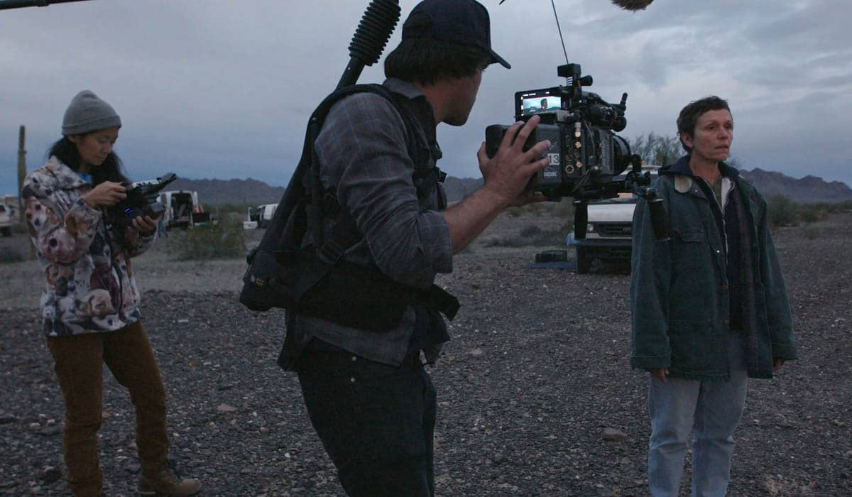 O longa com orçamento de aproximadamente US$ 6 milhões, modesto para os padrões norte-americanos, faturou o prêmio de Melhor Filme e Melhor Direção para Chloé Zhao