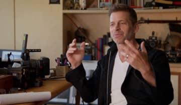 O diretor revela detalhes de seu processo criativo, utilizando imagens de seus grandes sucessos como exemplo