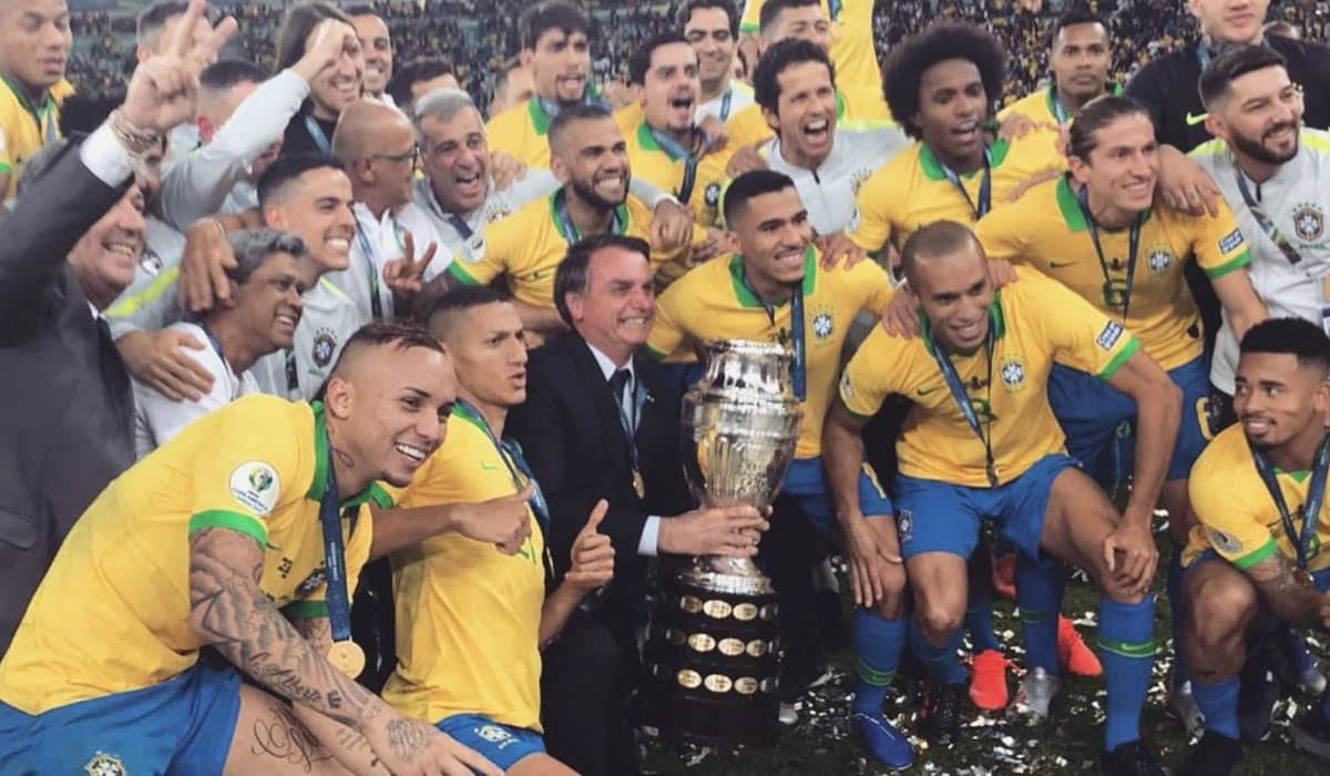 O presidente Jair Bolsonaro foi mencionado pela Conmebol em anúncio que confirma o Brasil como país-sede do torneio