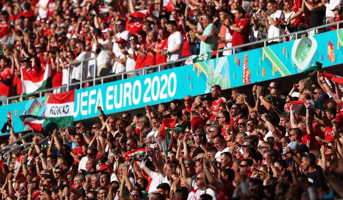 O estádio Ferenc Puskás, em Budapeste, liberou sua capacidade máxima para a partida entre as seleções da Hungria e Portugal