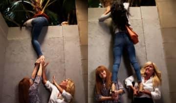 Em busca de provas contra Dominique, o trio será surpreendido com o flagra repentino de Zezinho e Ermelinda