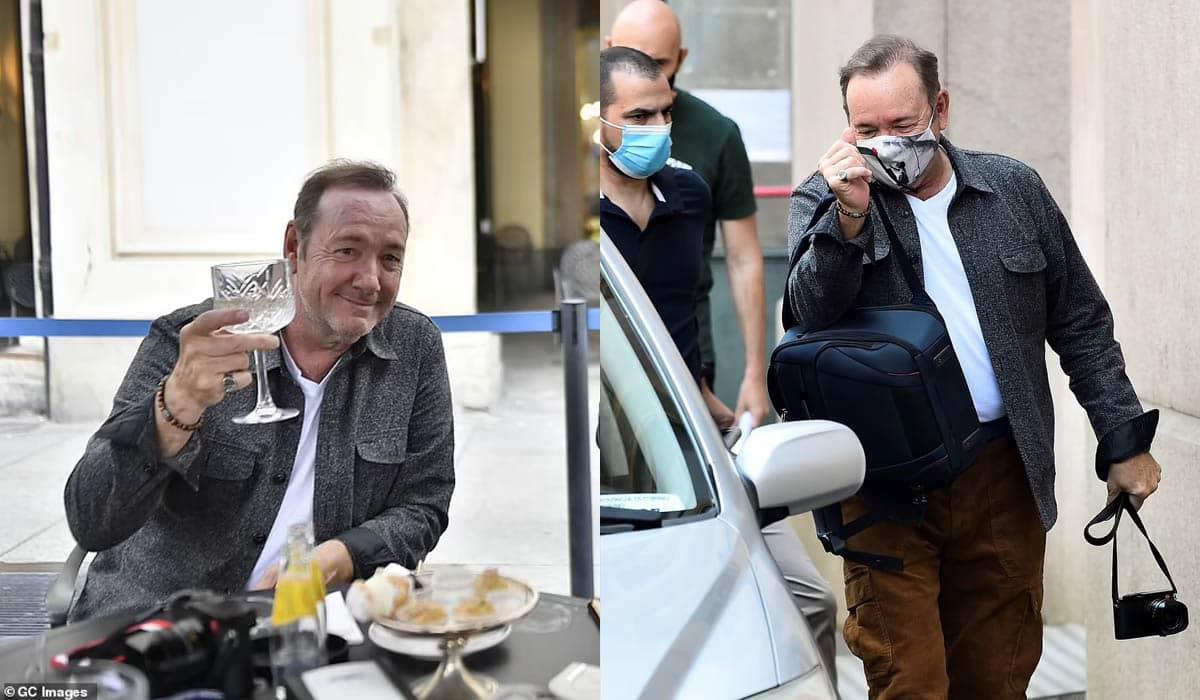 Kevin Spacey parecia sossegado durante passeio pelas ruas de Turim, quatro anos após as acusações de assédio sexual e a demissão de 'House of Cards'