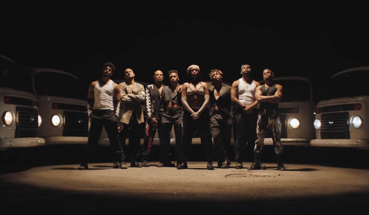 A cantora reúne uma vasta equipe técnica em seu novo clipe, filmado no Rio de Janeiro