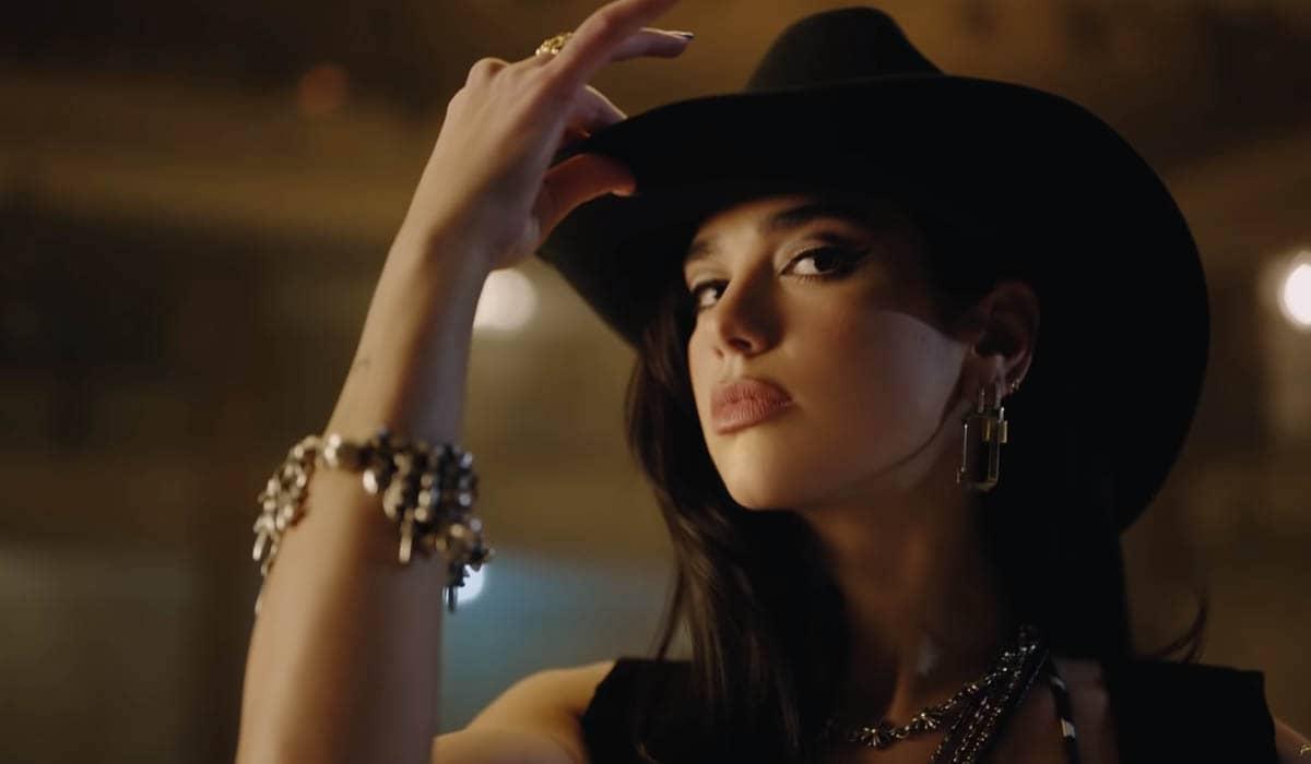 A cantora britânica dá prosseguimento ao intenso ritmo de divulgação do Future Nostalgia com um novo clipe empolgante