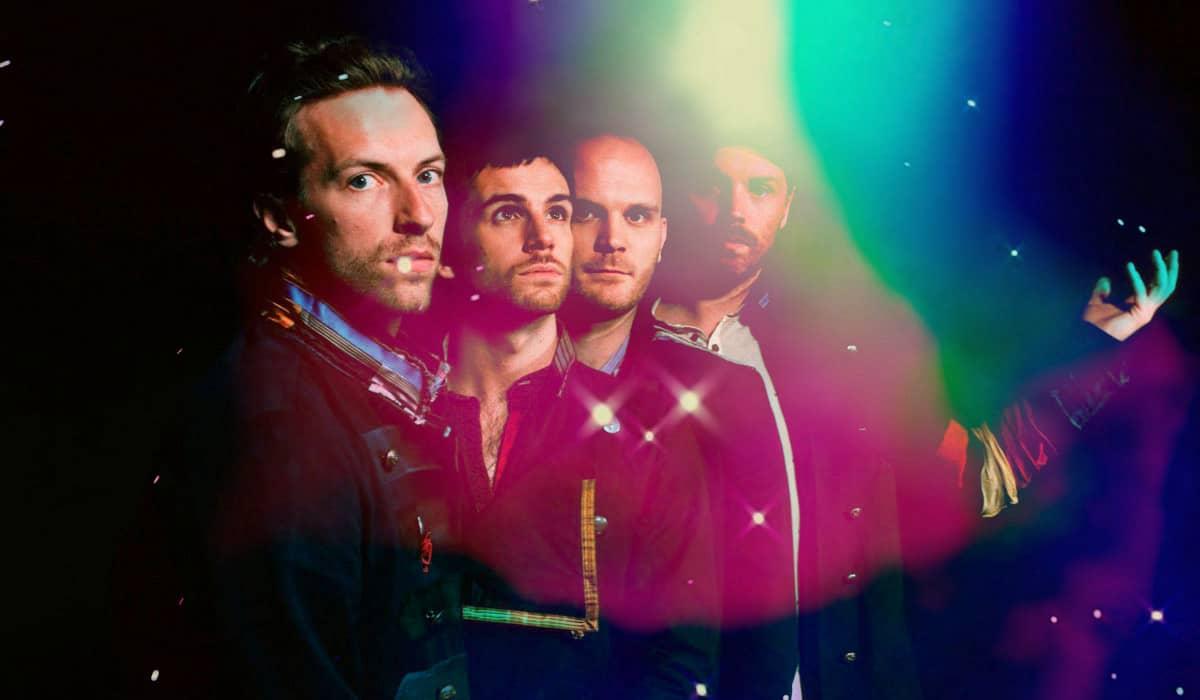 O novo single lançado pelo Coldplay mostra uma linha de composição amadurecida após lançamentos genéricos do grupo