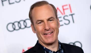 A equipe de Odenkirk emitiu um comunicado atualizando o estado de saúde do ator e confirmou que ele sofreu um 'incidente relacionado ao coração'
