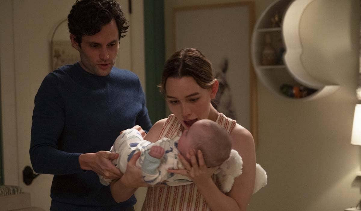 A Netflix divulgou algumas fotos que mostram Joe se dividindo entre a nova família e suas velhas obsessões