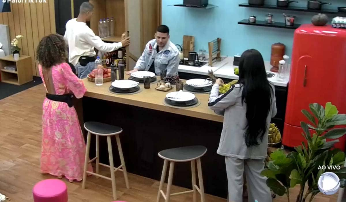 Quatro influenciadores populares no TikTok estão disputando uma vaga no reality show rural
