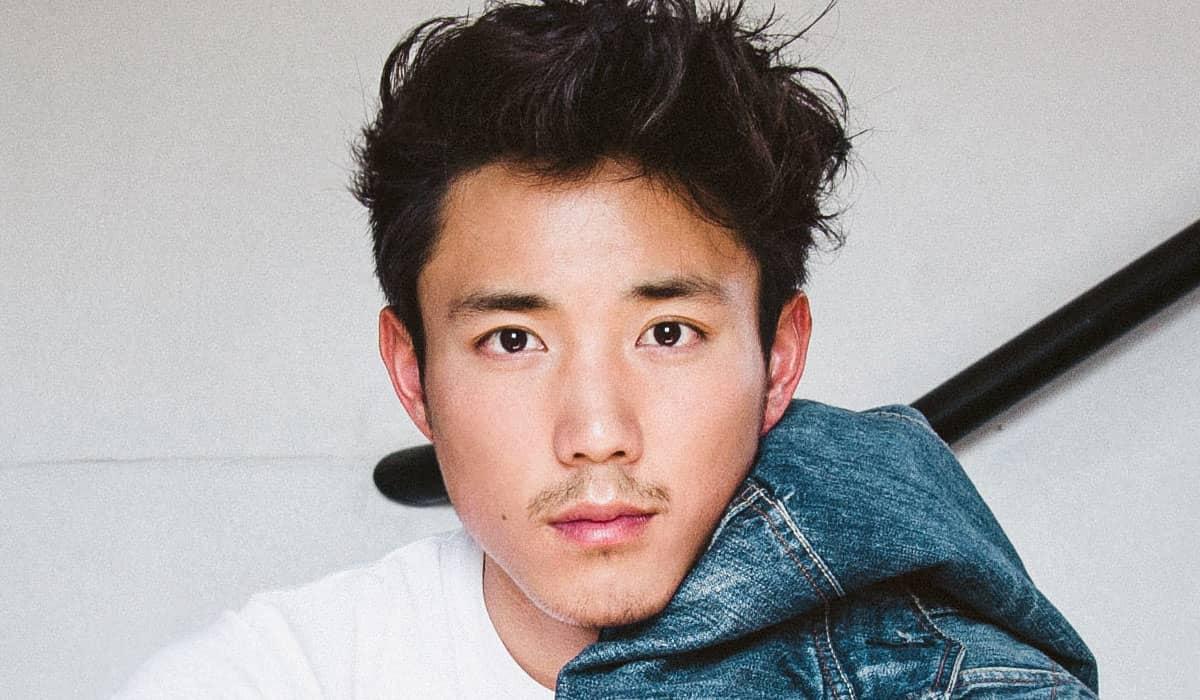 Justin H. Min interpreta Ben