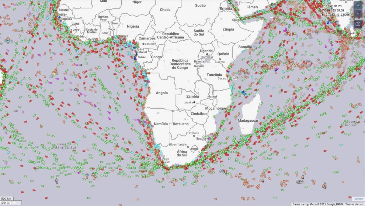 Embarcações atravessando o Cabo da Boa Esperança. Fonte: MarineTraffic.