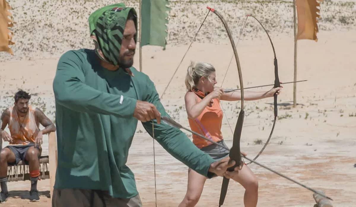 Arcrebiano e Íris disputam prova de pontaria com arco e flecha