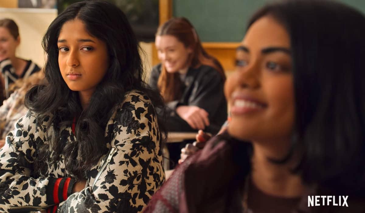 Devi considera a nova aluna indiana da escola mais 'bonita e descolada' que ela